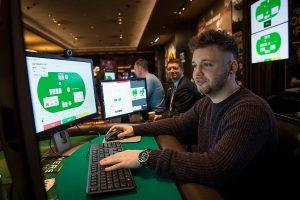 Intelligenza artificiale vs uomo: se il computer vince a poker bluffando...