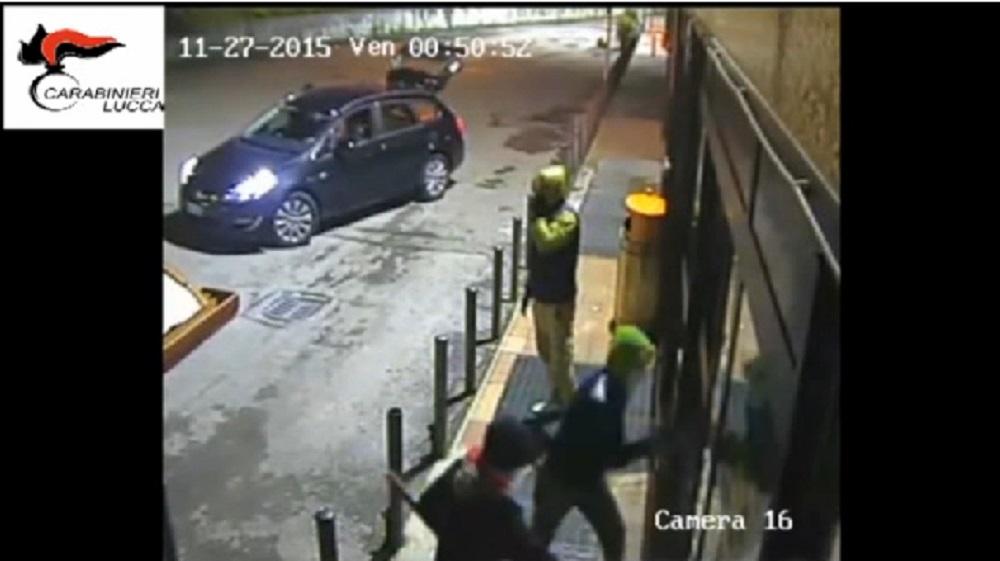 Carabinieri finti complici, arrestano tre ladri a Bari