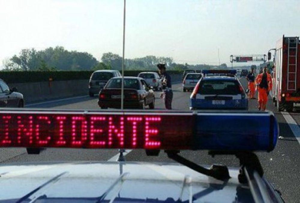 Incidente in A26 a Masone tra un pullman Atp e un camion