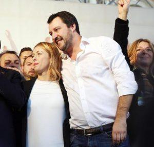 Salvini sovranista, la Meloni lo ha convertito: Italia fuori da tutto, euro, Ue, Onu...
