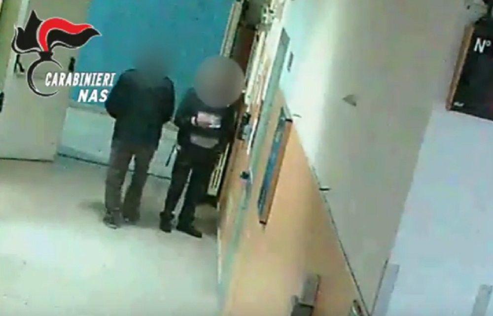 Napoli: andavano a tennis, uno faceva lo chef in albergo: furbetti del cartellino, 55 arresti
