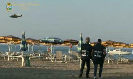Mafia a Ostia, stabilimenti e appalti: 7 condanne