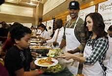 Distribuzione di cibo ai poveri