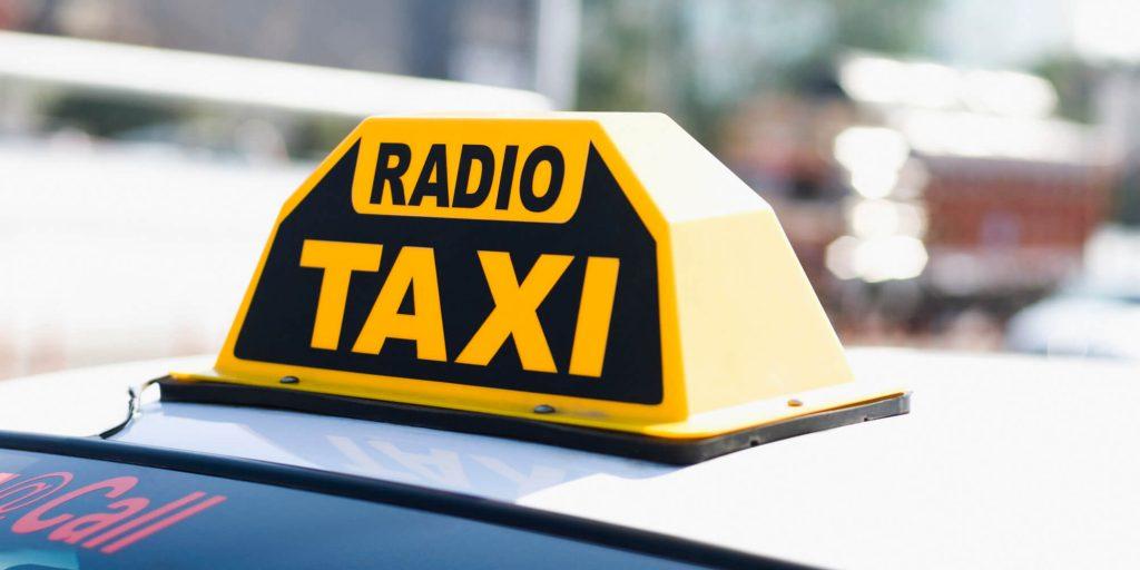 No Uber? Ma i radiotaxi pretendono dai tassisti l'esclusiva e 3mila € l'anno