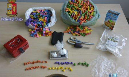 Nascondeva la cocaina nei palloncini colorati: arrestato pusher a Guidonia