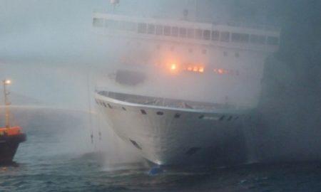 Palermo, incendio in sala macchine di un traghetto nel porto