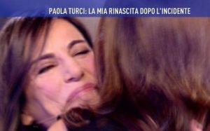 """Paola Turci racconta l'incidente: """"Per 2 anni mi sono usciti vetri dalla faccia"""""""