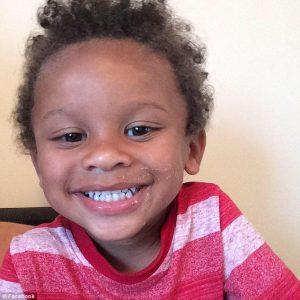 Bimbo di due anni schiacciato e ucciso da una stufa che si è staccata dal muro