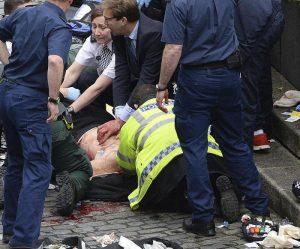 Tobias Ellwood, il deputato che ha tentato di salvare il poliziotto nell'attentato di Londra