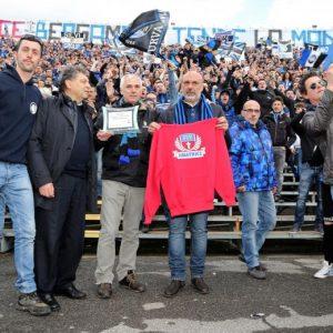 Sergio Pirozzi, sindaco Amatrice ospite curva Atalanta (FOTO)
