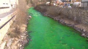 YOUTUBE Fiume Valira diventa verde, panico tra cittadini di La Seu d'Urgell