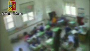 """Ciucci, ritardati mentali"""": maltrattava i bambini, maestra sospesa"""