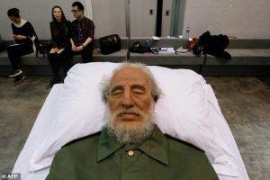 Fidel Castro respira sul letto di morte l'esposizione alla mostra di Hong Kong