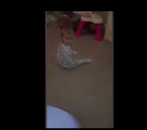 Gioca con figlia piccola: rivede VIDEO e nota qualcosa di strano
