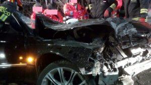Roma, incidente sul GRA: incastrati nelle lamiere dell'auto, tre feriti
