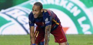 Neymar tunnel a Pique in allenamento (VIDEO)