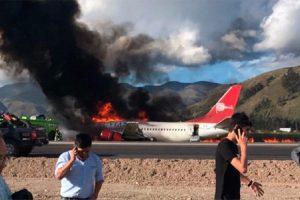 YOUTUBE Aereo Peruvian Airlines esce di pista e si incendia