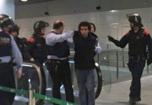 """Terrorismo, grida in arabo: """"Ho una bomba"""". Arrestato in Spagna immigrato marocchino"""