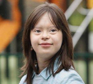Mélanie Segard, ragazza down, realizza il suo sogno: presentare il meteo