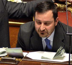 """Giuseppe Vacciano, il senatore prigioniero: """"Voglio dimettermi ma mi votano contro"""""""