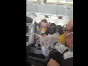 YOUTUBE Depressurizzazione in volo: maschere di ossigeno e atterraggio di emergenza