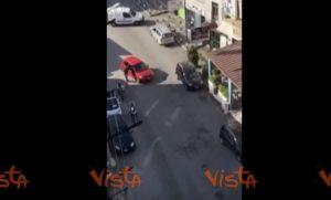 YOUTUBE Marano (Napoli), rapina in banca in pieno giorno con fucile spianato
