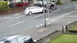 Taxi non rispetta stop e travolge auto: muore 12enne4