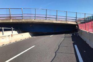 """A14, crolla ponte: due morti. Il sindaco di Castefidardo: """"Inconcepibile che traffico fosse aperto"""""""""""