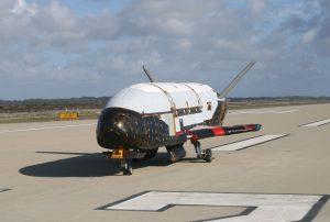 YOUTUBE Spazioplano robotico X-37B: 677 giorni in orbita. Mistero sulla missione