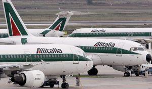 Alitalia, sciopero il 5 aprile contro esuberi e taglio degli stipendi