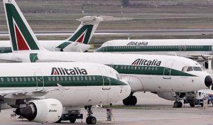 Alitalia, il cda approva il piano industriale: 2mila esuberi, stipendi piloti ridotti del 30%