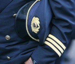 """Alitalia, piano industriale vicino. Controffensiva piloti: """"Le low cost pagano di più"""""""