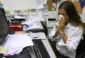 Allergie e intolleranze, 20 milioni di malati immaginari. Esami inutili: capello, vegatest...