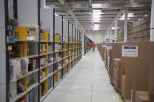 """Amazon, il lato oscuro dell'azienda. Lavoratori: """"Siamo una catena di montaggio"""""""