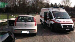 Torino. Improvvisatisi tutori dell'ordine, bloccano ambulanza contromano e postano video