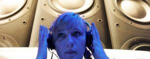Auricolari: un miliardo di persone rischiano l'udito. In Italia 7 mln con disturbi uditivi
