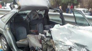 Padova, camion rifiuti ha la gru girata: scoperchia 3 auto, un morto