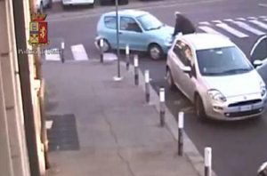 Jesi, calci e pugni tra automobilisti: 50enne finisce in ospedale