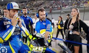 Belen ombrellina di Andrea Iannone in Qatar: ma la prima va male...