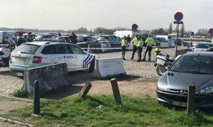 Belgio, auto prova a schiantarsi sui passanti ad Anversa