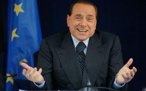 Pranzo con Berlusconi all'asta: vince una ragazza, che lo regala alla nonna...
