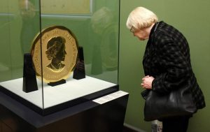 Big Maple Leaf, rubata la moneta da 100 kg da 3,7 milioni di euro FOTO