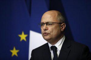 Francia, il ministro Le Roux come Fillon: le figlie adolescenti, sue assistenti. Si dimette