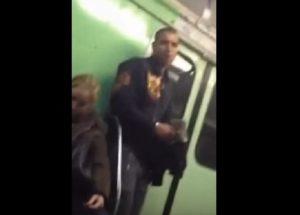 Così ti rubano il cellulare nella metro di Budapest