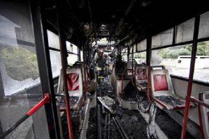 Roma, bus Atac vanno a fuoco: sono 6 in 5 mesi
