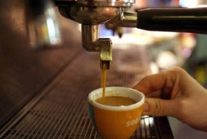 """Roma, il caffè aumenta tra i 10 e i 20 centesimi: """"Per formare il personale"""""""