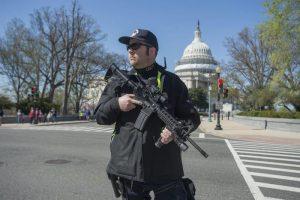 Spari davanti al Congresso Usa: auto sui poliziotti, preso un uomo
