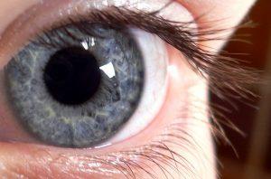 Staminali negli occhi per guarire vista: tre donne diventano cieche