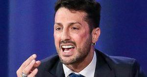 Fabrizio Corona e la sfilata di testi/clienti: i 10mila euro dell'odontoiatra per farsi pubblicità