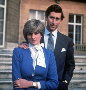 Lady Diana picchiava Carlo in testa mentre lui pregava prima di andare a letto